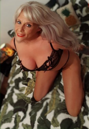 Anne-yvonne outcall escorts in Bolingbrook, IL