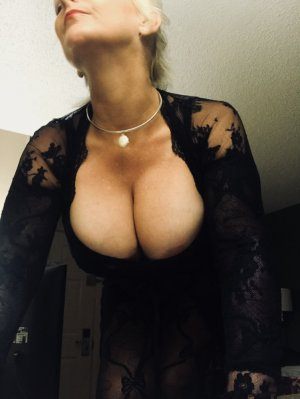 Madyssone transexual escorts Peace River AB